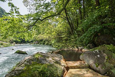 妙見石原荘の源泉100%かけ流し「野天風呂」