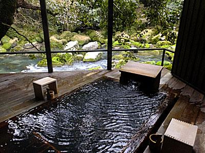 「妙見石原荘」の貸切り露天風呂「七実の湯」